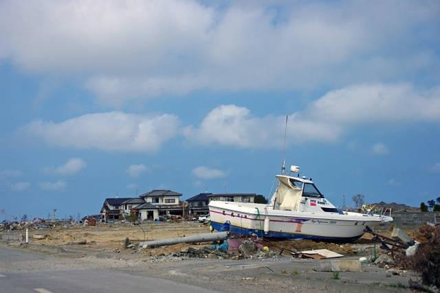 津波で打ち上げられた船