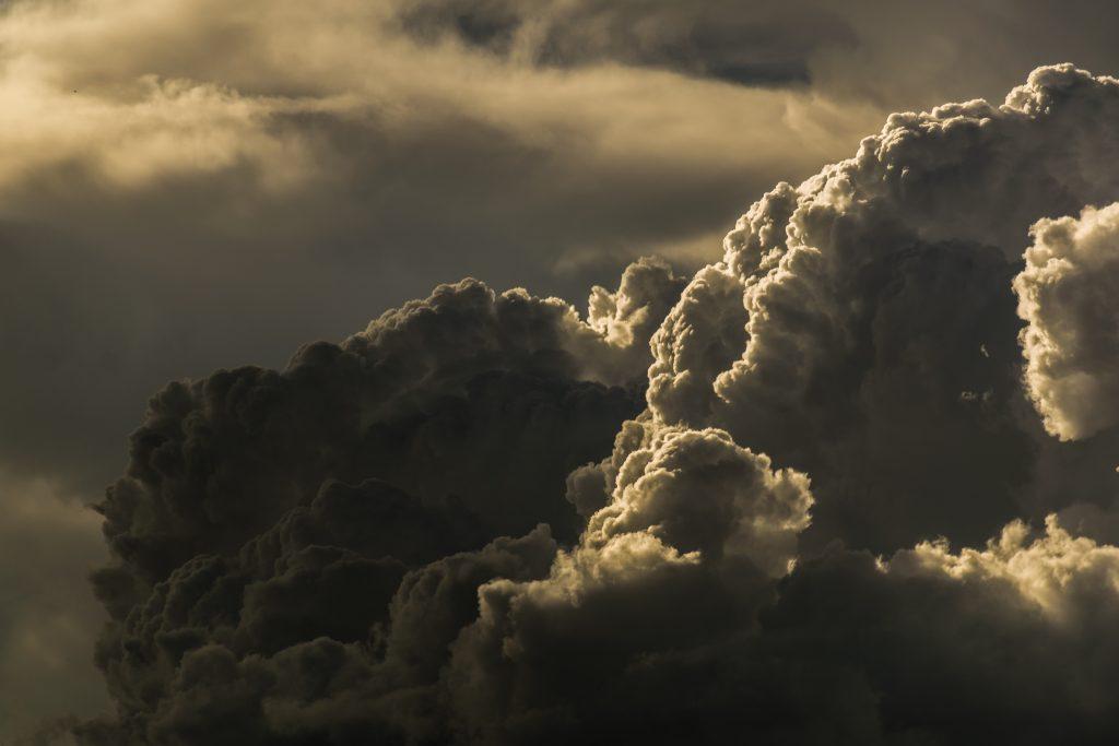 雷雲は大きい