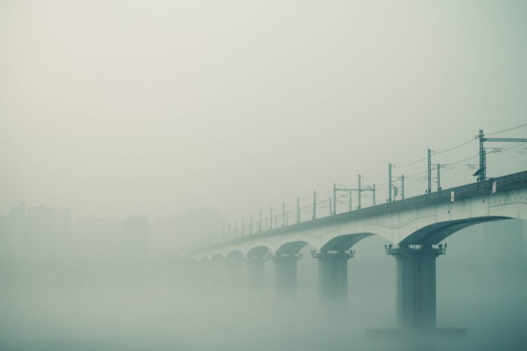 霧がかかる