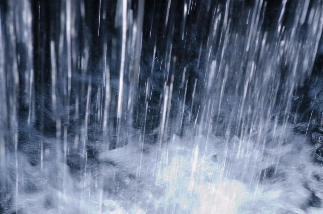 雨による大量の水
