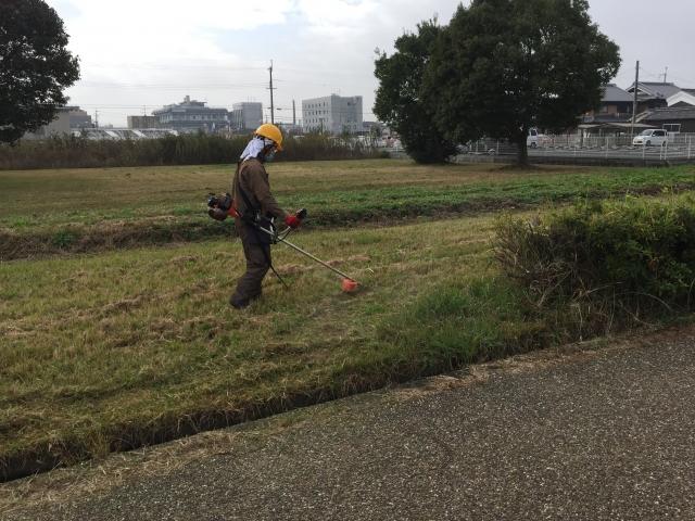 業者の人の草刈り装備