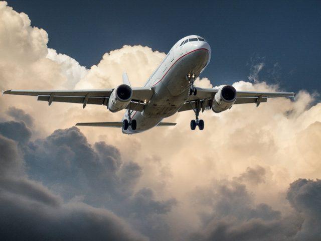 飛行機はダウンバーストの影響を受けやすい