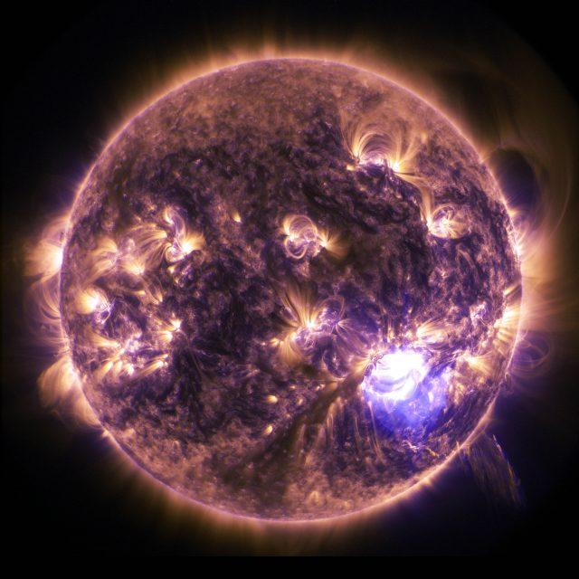 太陽フレアが押し寄せる