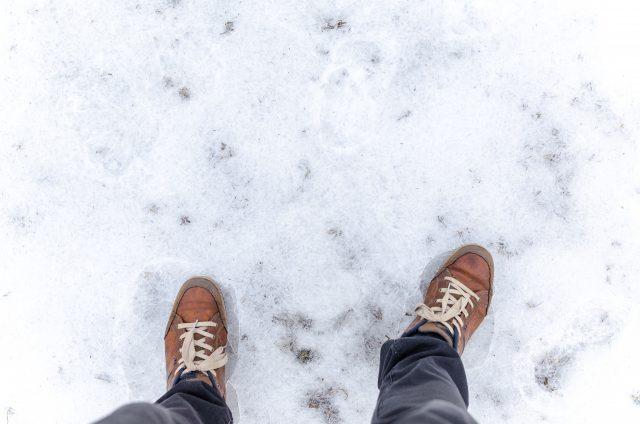 雪で滑らないようにご注意