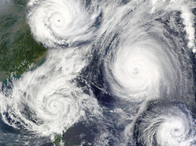 台風異常発生