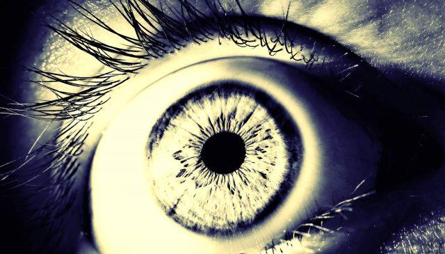 ブルーライトが目への影響??